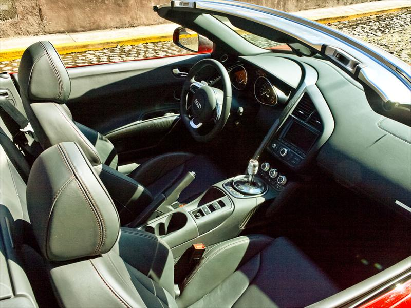 Audi R8 Spyder V10 5.3 FSI quattro 2011