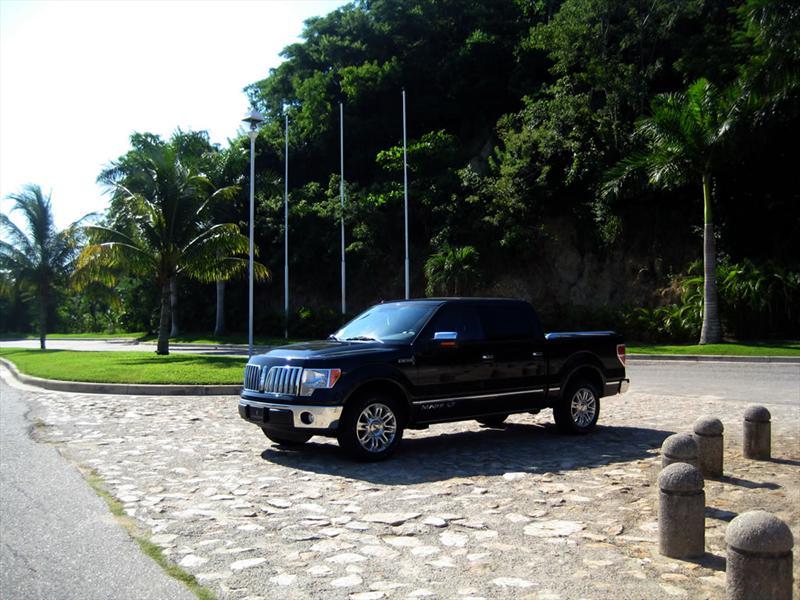 Lincoln Mark LT 2010