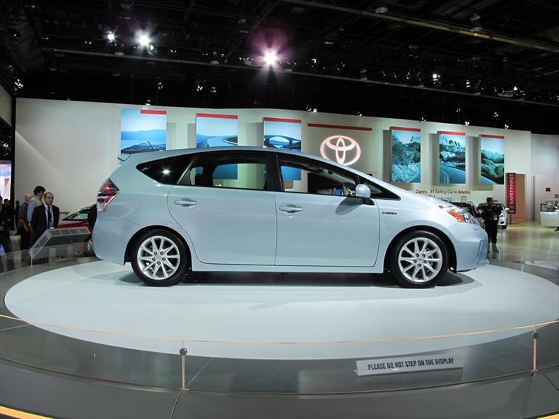 Toyota Prius V en el Salón de Detroit 2011