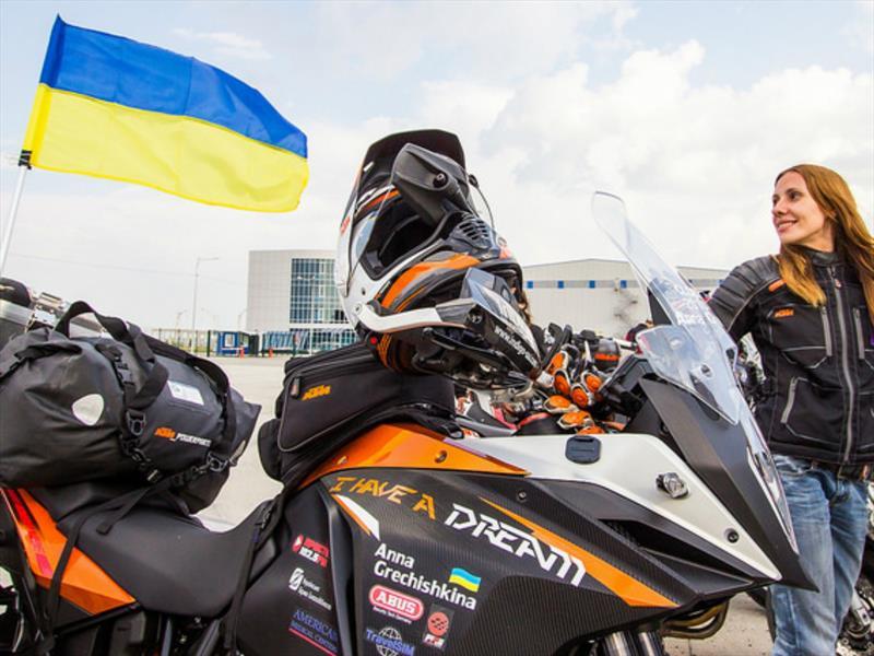 Anna Gechishkina  y su KTM 1190 Adventure