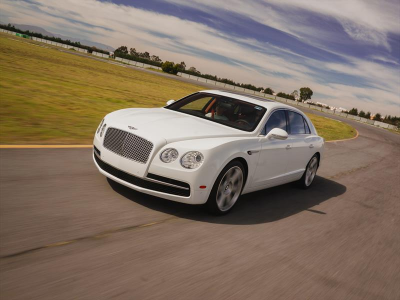 Bentley New Flying Spur en pista