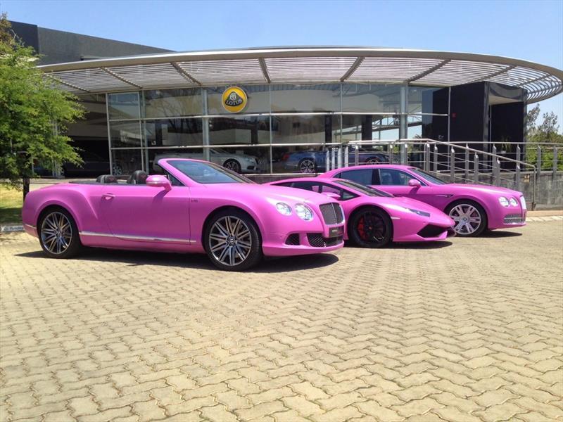 Un Lamborghini y dos Bentley color rosa