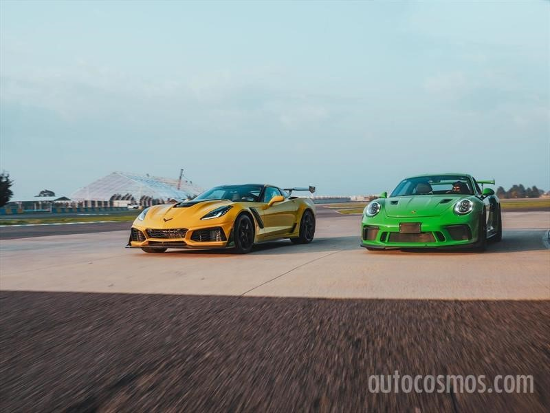 Porsche 911 GT3 RS vs Chevrolet Corvette ZR1