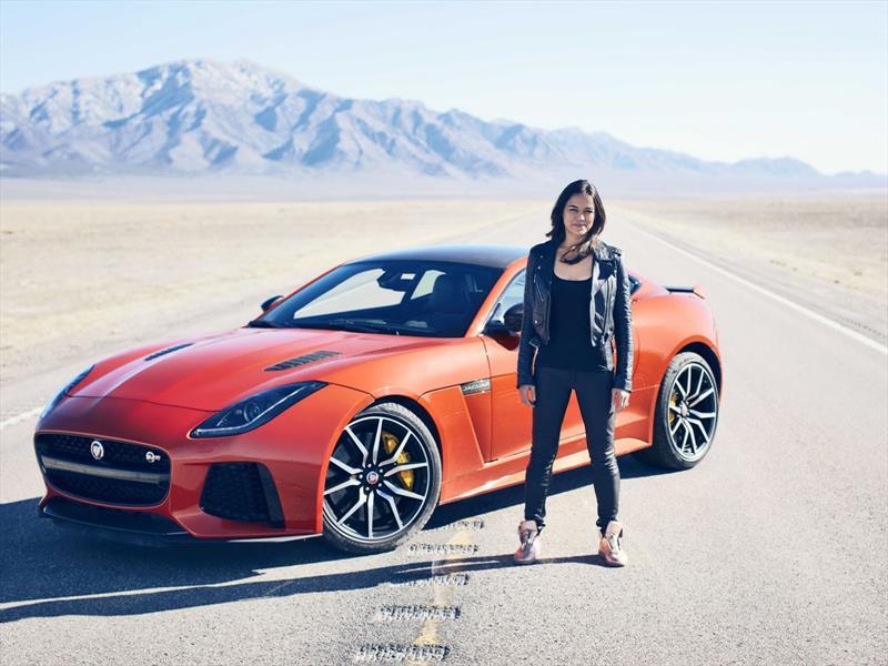 Michelle Rodríguez conduce el Jaguar F-Type SVR