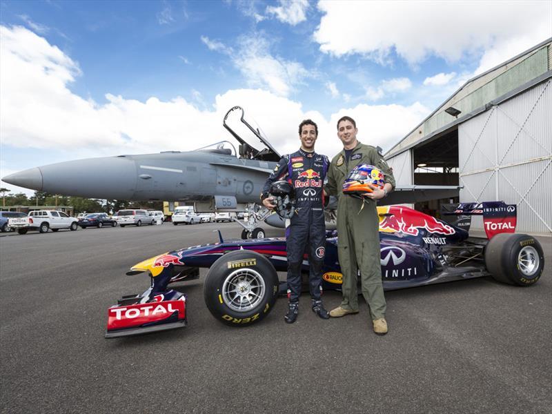 Red Bull RB7 de la F1 vs. F/A-18