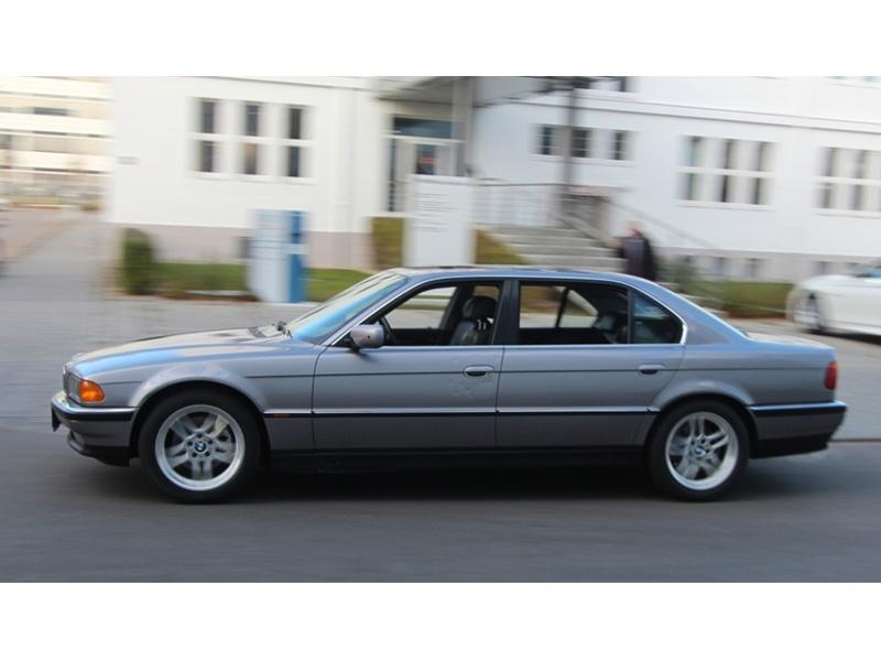 Top 10: BMW 750iL de Bond