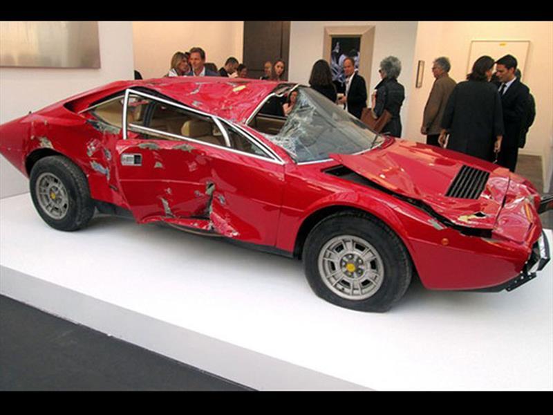 Ferrari Dino 308 GT4 chocada de USD 250.000