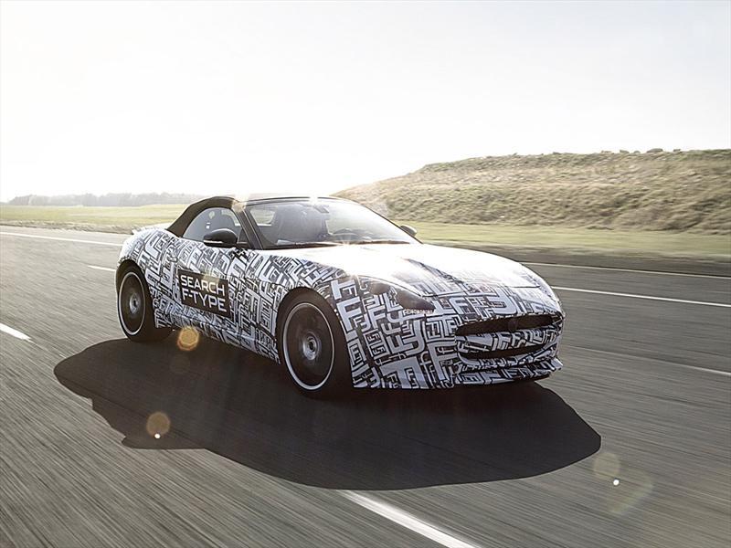 Jaguar F-Type camuflado