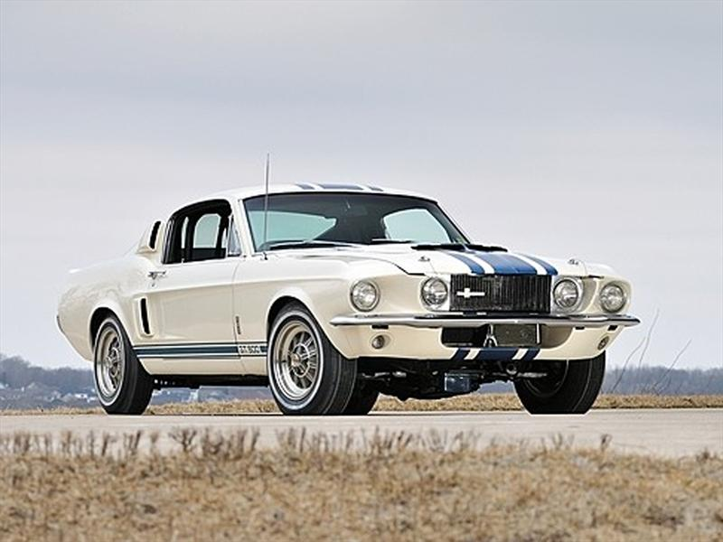 Shelby GT500 Super Snake 1967 de USD $1.3 millones