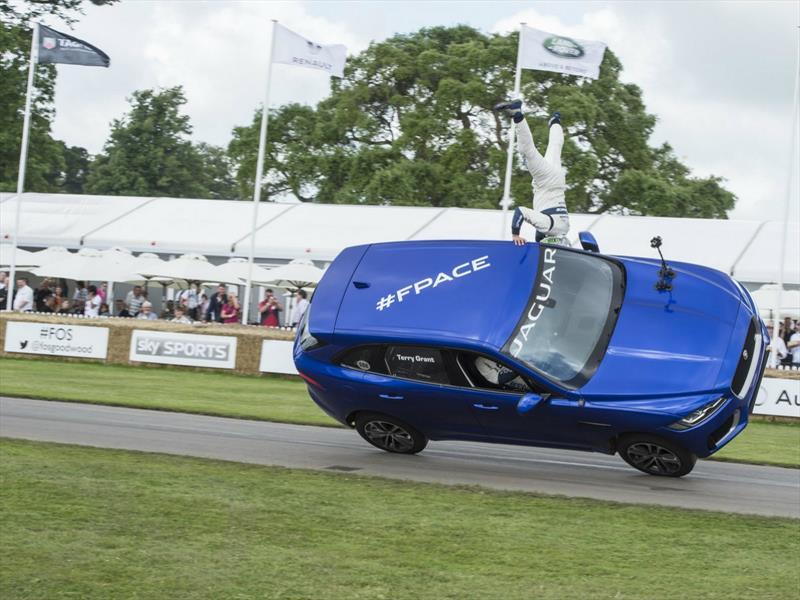 Jaguar F-Pace en dos ruedas