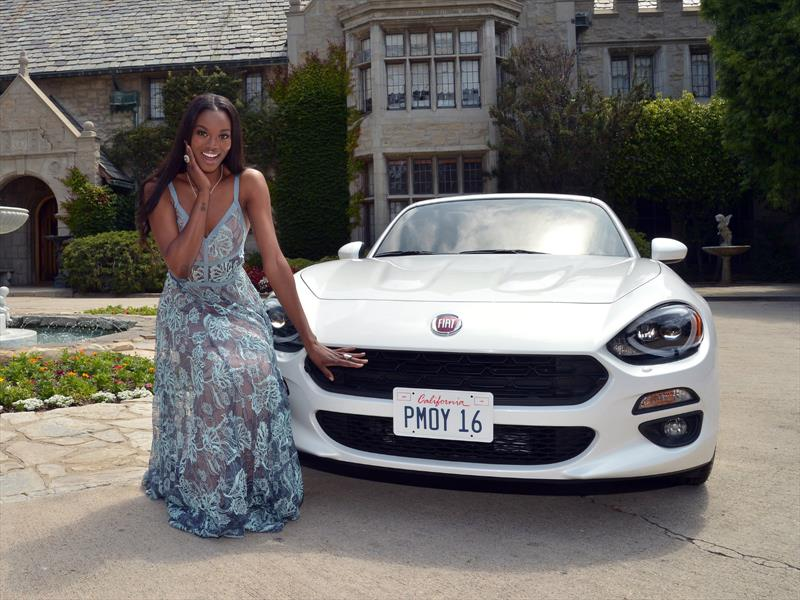 Playmate of the Year recibe un FIAT 124 Spider