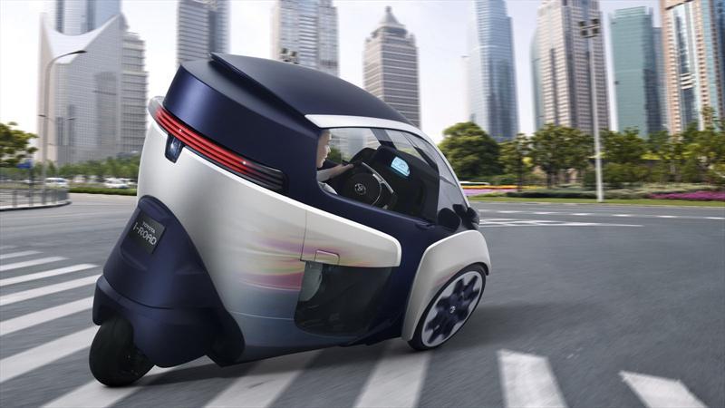 Toyota EV i-ROAD, un concept de tres ruedas
