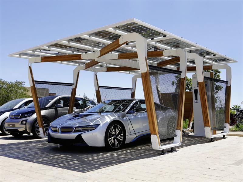 Cargador Solar de BMW para estacionamientos