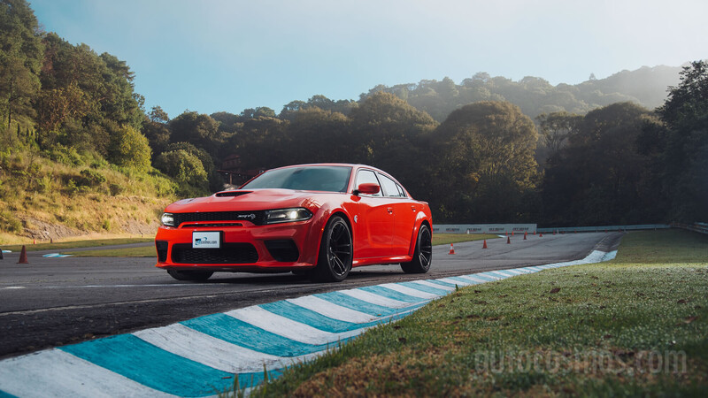 Dodge Charger SRT Hellcat Widebody a prueba