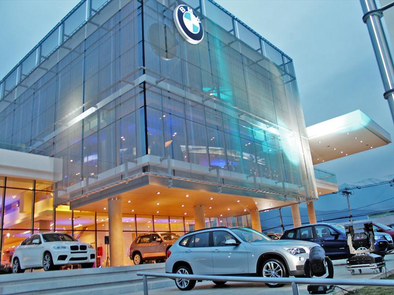Inauguran nueva casa matriz de BMW en Chile