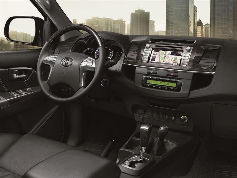 Toyota renueva el interior de sus Hilux y SW4