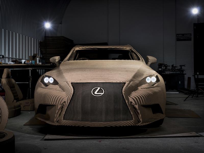Lexus IS Origami, un premium hecho de cartón