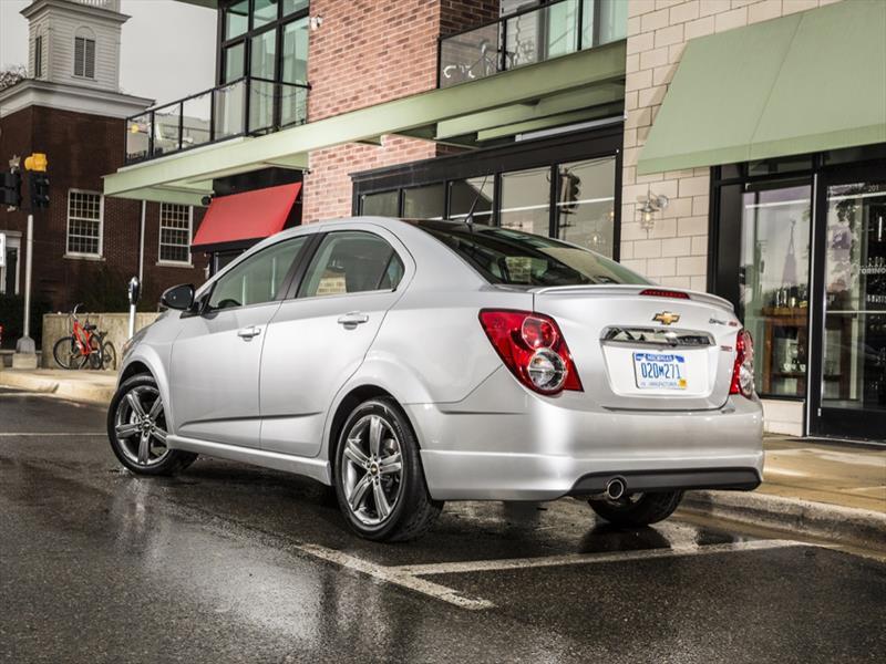 Chevrolet Sonic RS y Dusk Sedán 2014 se presentan