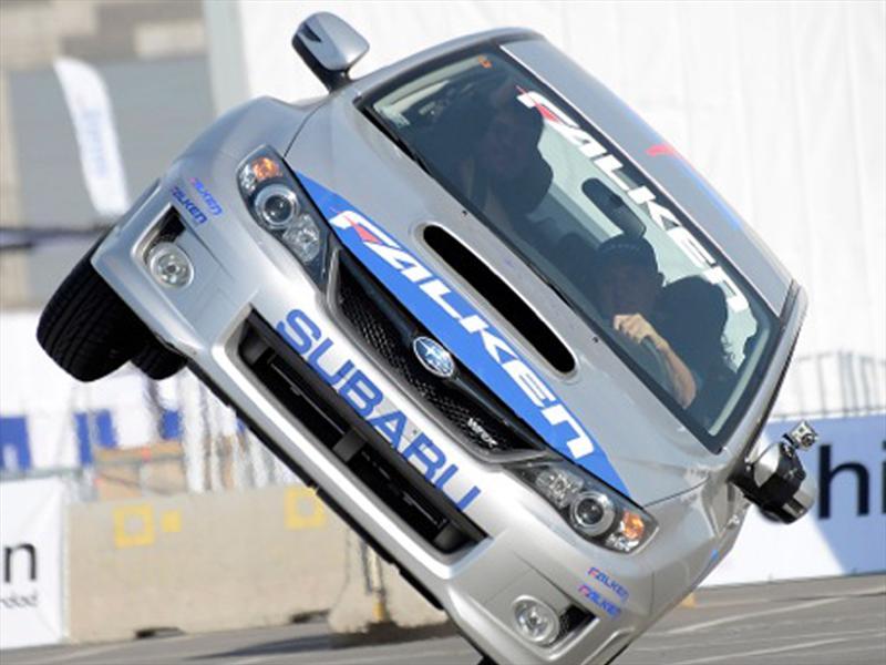 Russ Swift en el Salón del Automóvil con Subaru