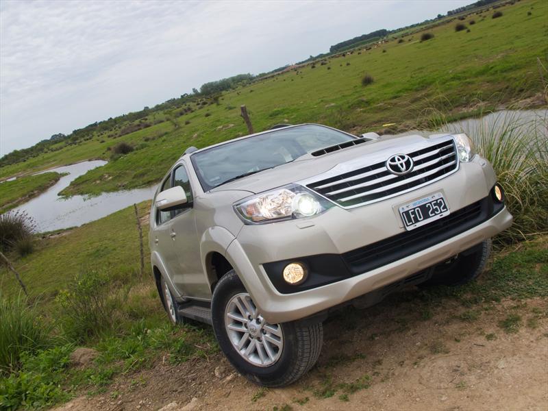 Toyota Hilux SW4 a prueba