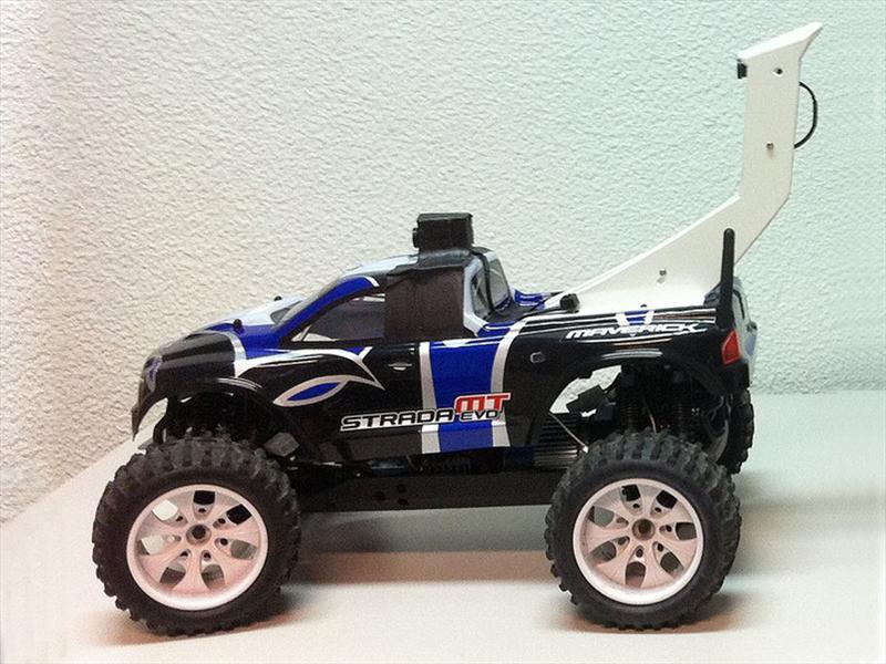 Autos RC controlados por cabinas de SEGA Rally