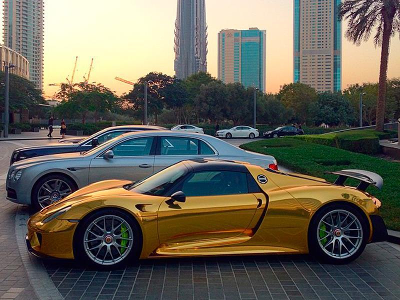 Porsche 918 Spyder color dorado
