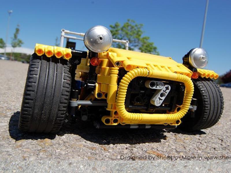 Caterham Seven a control remoto con piezas de LEGO