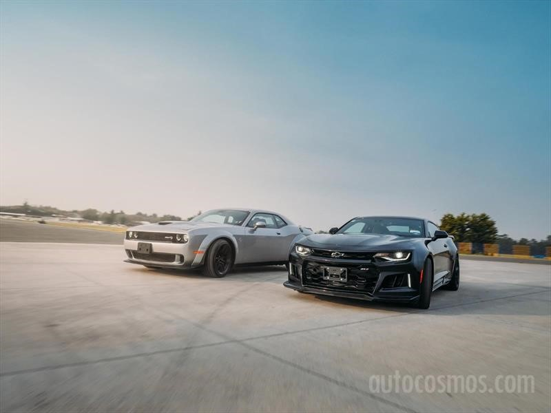 Camaro ZL1 vs Challenger SRT Hellcat Widebody