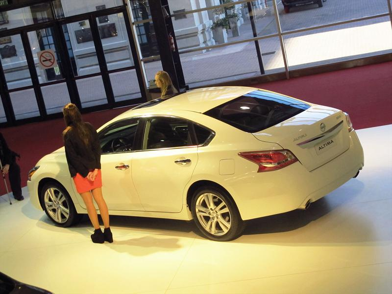 Nissan Altima y Versa en el Salón de BA 2013
