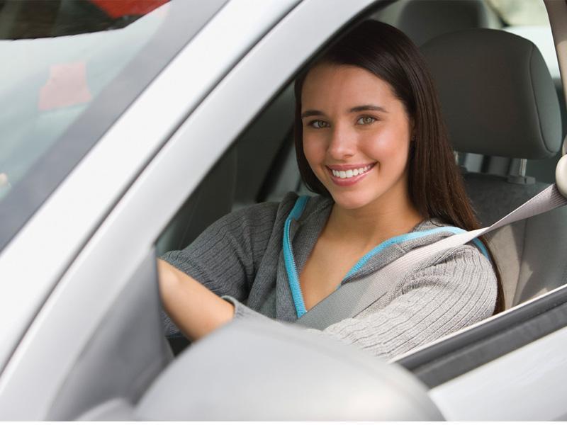 Es mejor salir del auto volando en un accidente