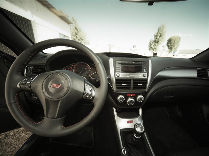Subaru Impreza WRX STi sedán 2011 prueba