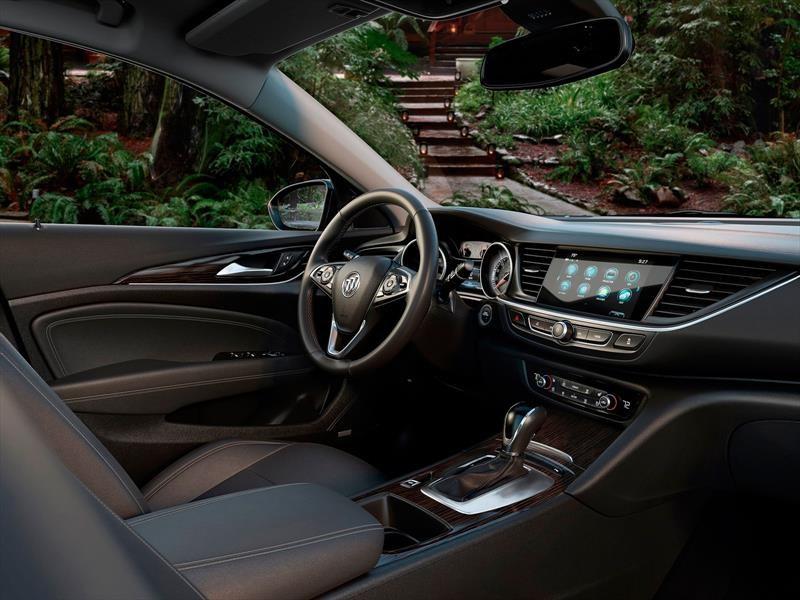 Buick Regal Sportback y TourX 2018