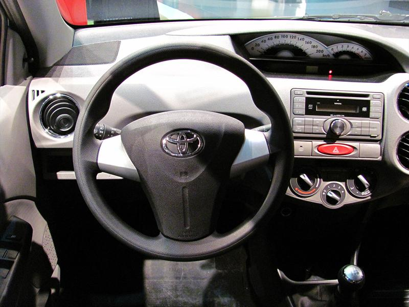 Toyota Etios en el Salón de BA 2013