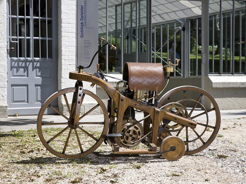 Retro Concepts: Daimler Reitwagen
