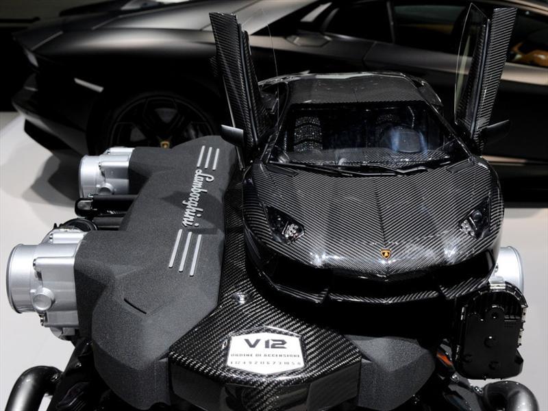 Lamborghini Aventador 1:8