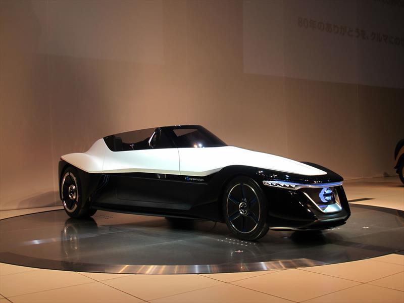 Debut Nissan Bladeglider concept