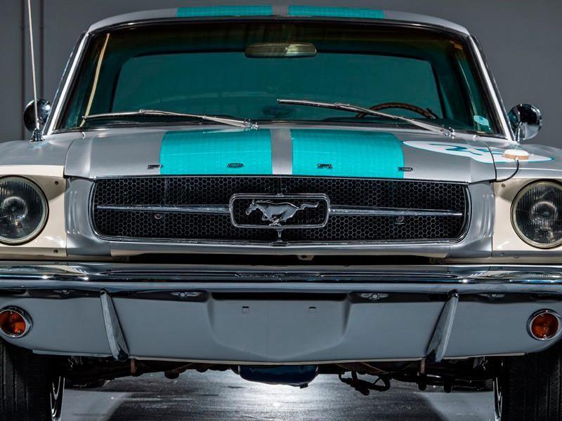 Ford Mustang 1965 Autónomo