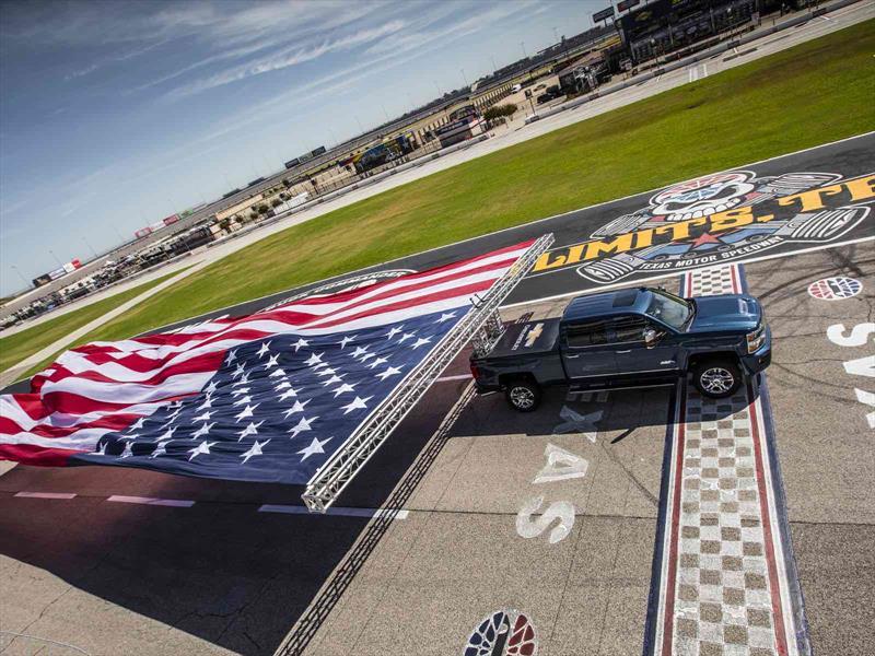 Chevrolet Silverado HD 2017 impone Récord Guinness