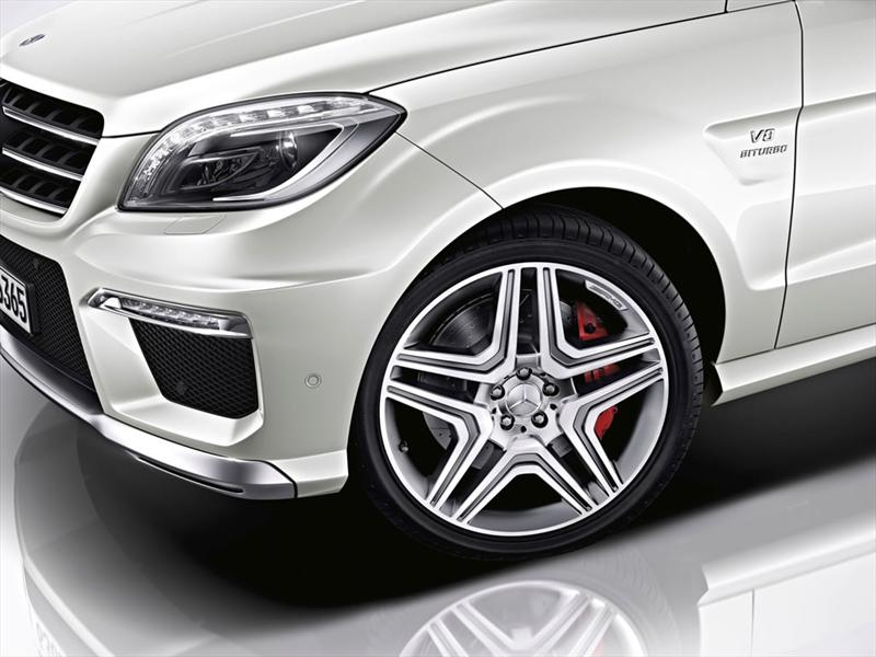 Mercedes - Benz ML63 AMG 2012