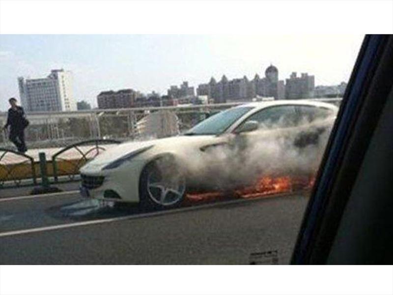 Ferrari FF en llamas