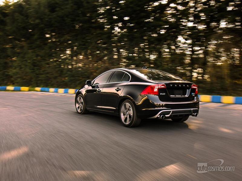 Volvo S60 R-Design, elegante sport en la pista