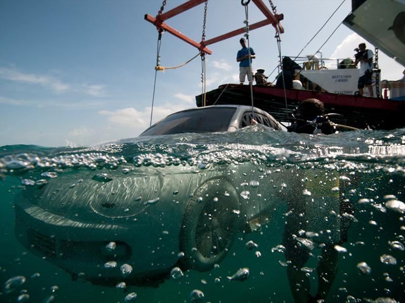 VW Beetle en el lecho marino del caribe