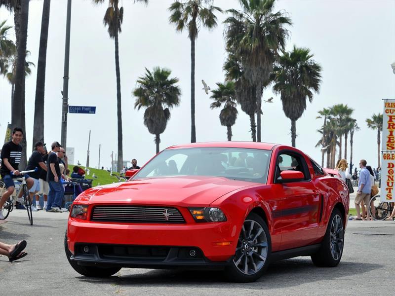 Mustang 50 años: 2011 regresa el V8 de 5.0L