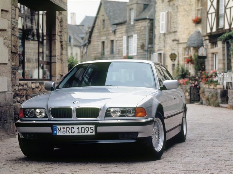 BMW Serie 7 E38 - Tercera generación (1994-2001)