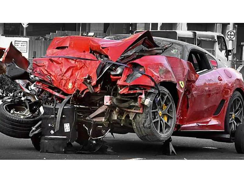 Top 10: Ferrari 599 GTO se impacta con taxi