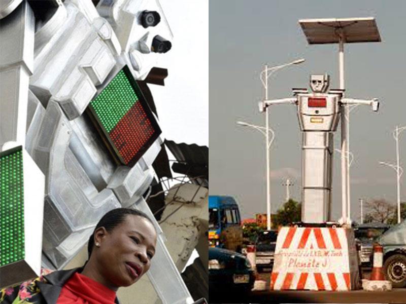 Robot gigante que controla el tráfico en el Congo