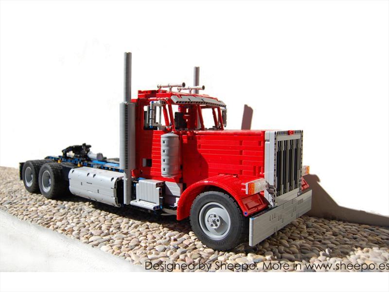 Camión Peterbilt construido con piezas de LEGO