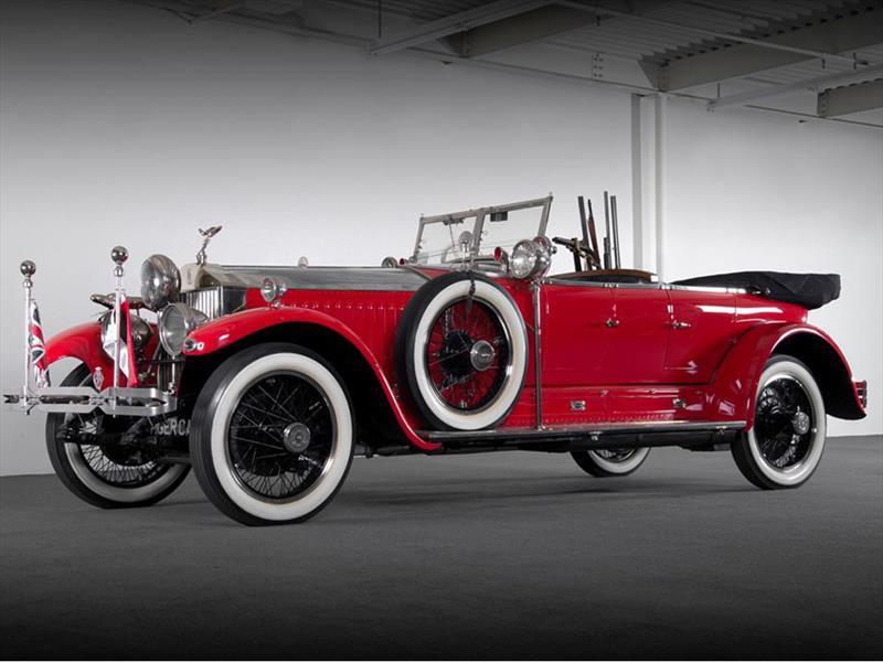 Rolls-Royce 1925 con una ametralladora