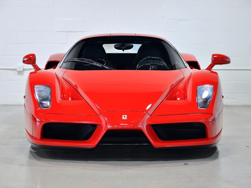 Ferrari Enzo 2003 con 569 Km