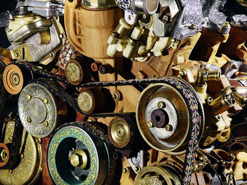 Motor V12 de madera y fósiles